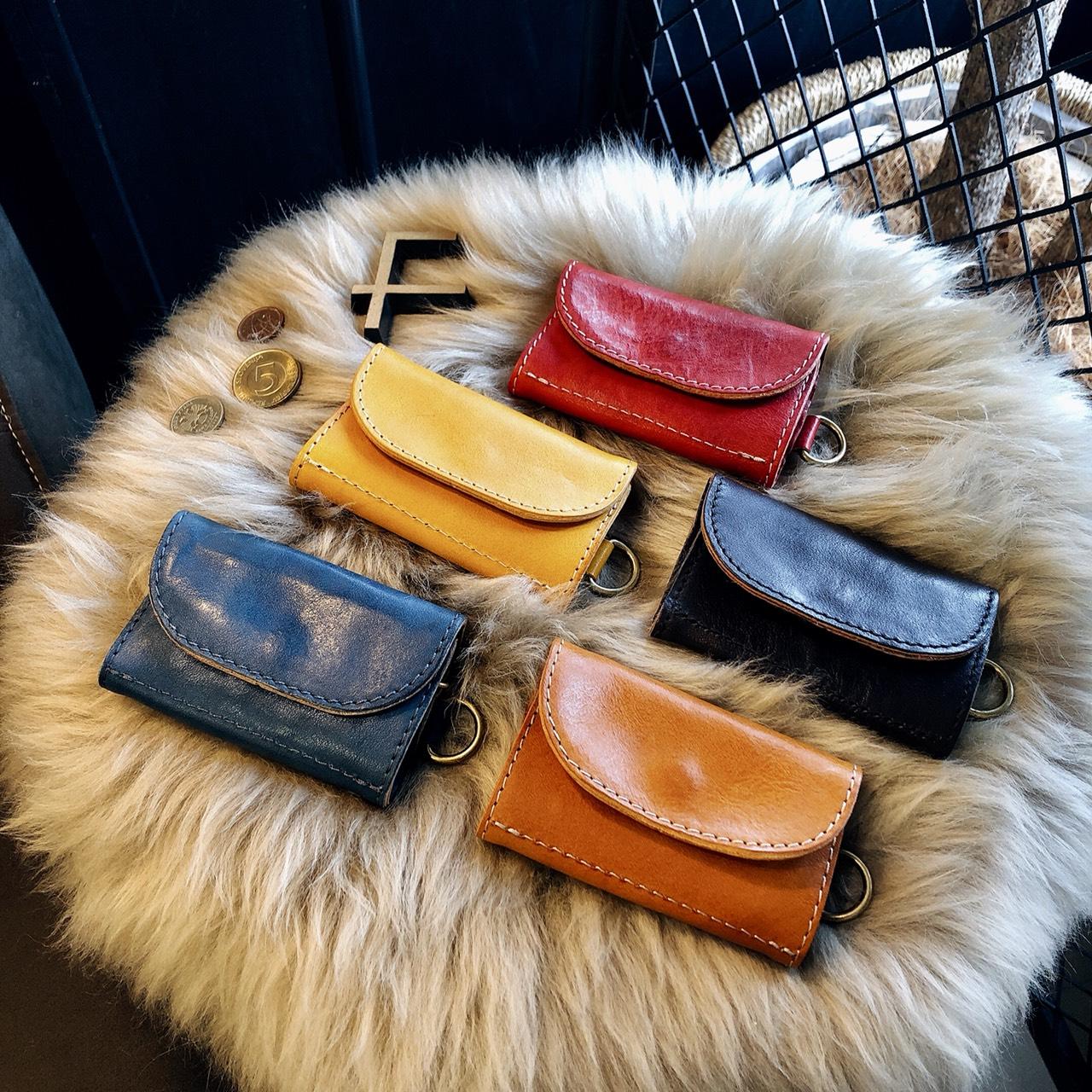 秋のファッションに映える色鮮やかなレザーアイテムが入荷しました🍁