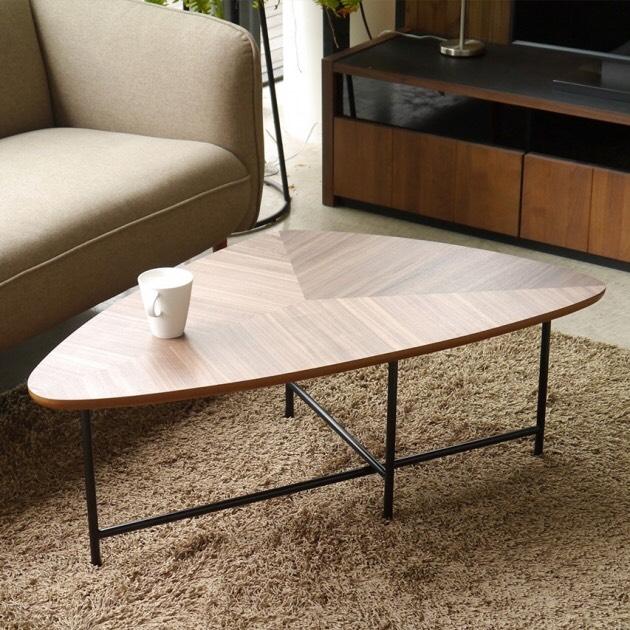 デザイン性◎!天板がクールなリビングテーブル